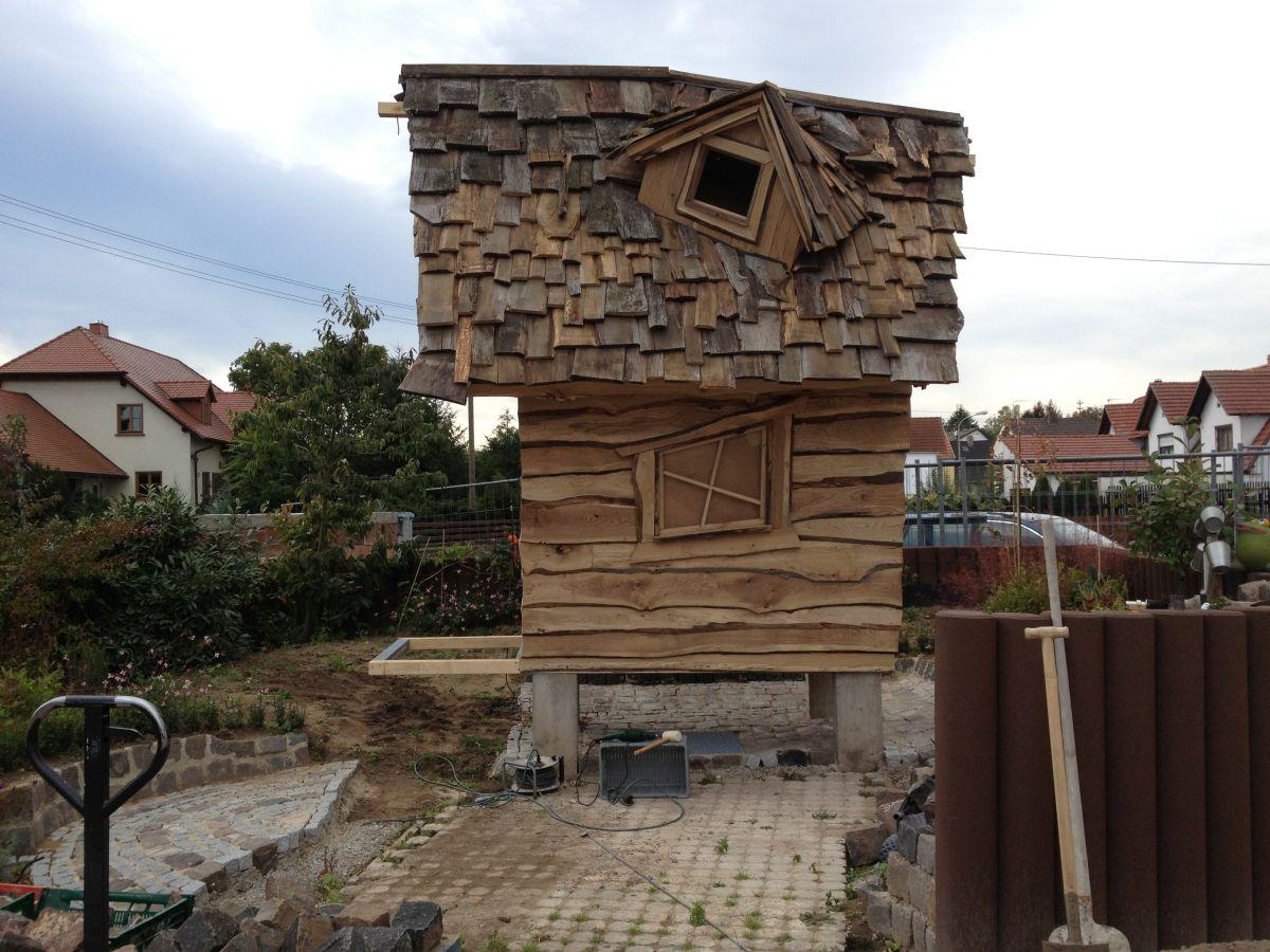 Hexenhaus auf Stelzen im Hexengarten beim Bau 1