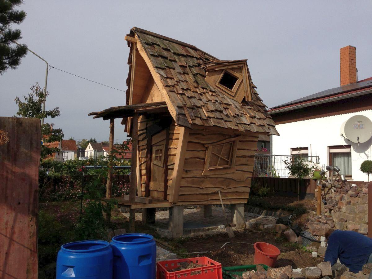 Hexenhaus auf Stelzen im Hexengarten beim Bau 4