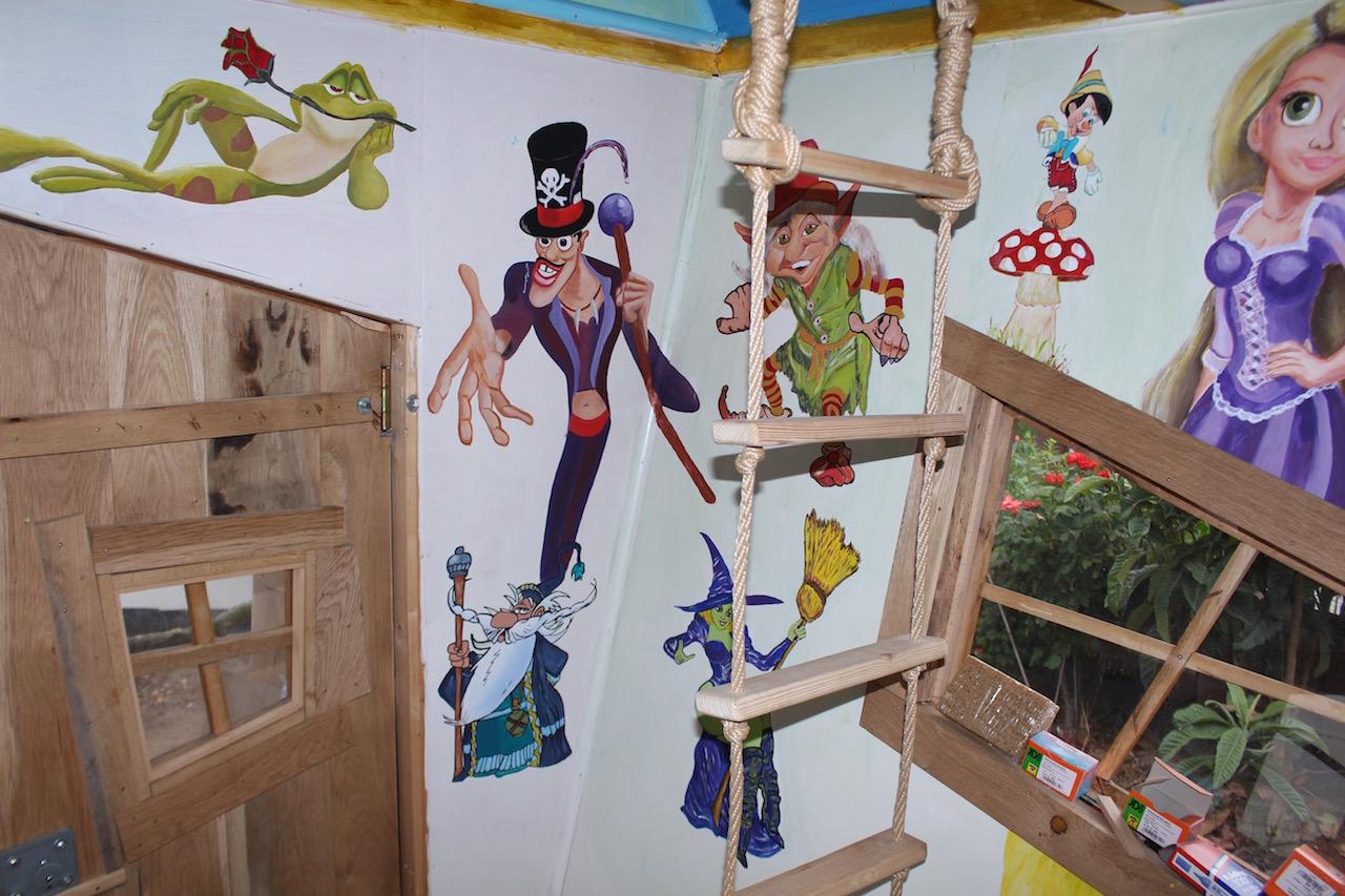 Hexenhaus Innenansicht mit Gemälde von der Froschkönig