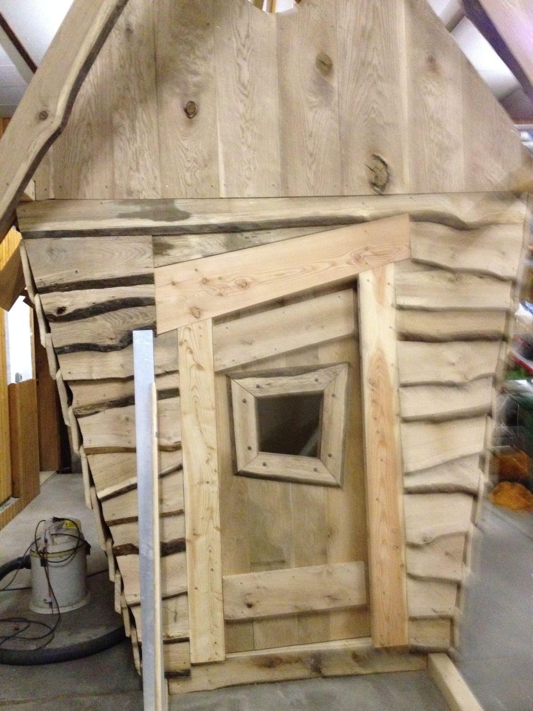 Hexenhaus Front mit Einfassung der Tür