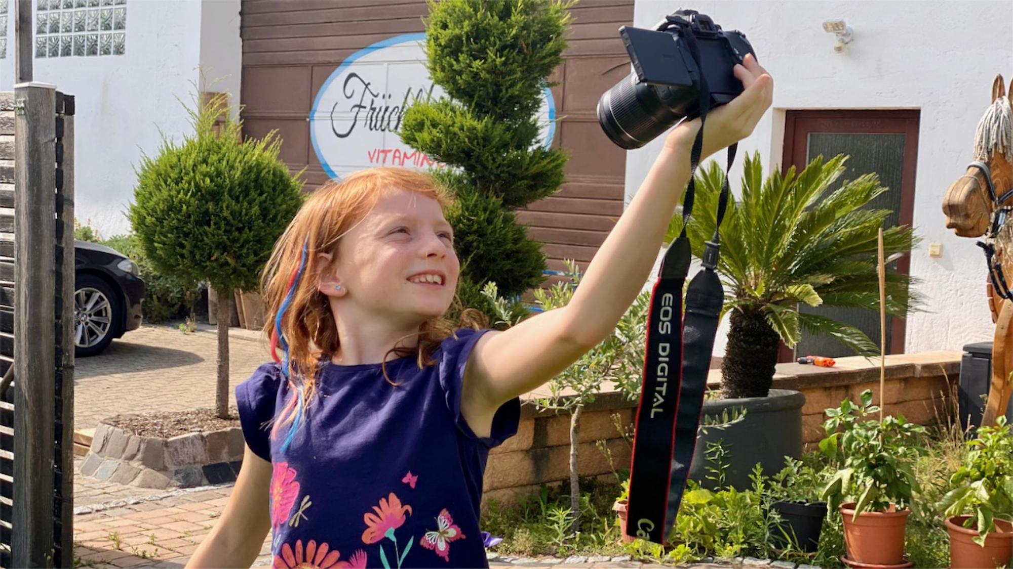 Kind macht Selfie